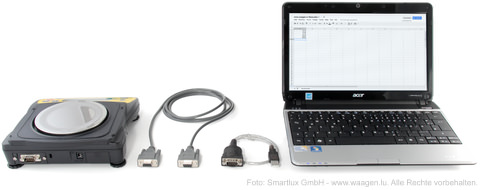 Waage mit RS-232-Schnittstelle, serielles Kabel, Schnittstellenwandler auf USB und Laptop