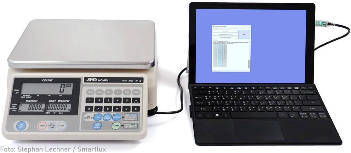 Zählwaage A&D HC-i mit USB-Kabel mit Computer verbunden
