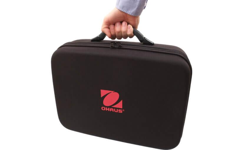 Kann die Waage Ohaus Navigator verwendet werden, ohne sie aus dem Transportkoffer zu nehmen?